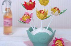 On se régale avec des pop cakes fleurs...