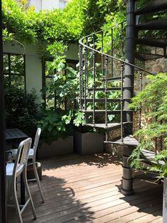 Casa Patio, Backyard Patio, Exterior Stairs, Interior And Exterior, Interior Design, Patio Chico, Spiral Staircase, Outdoor Gardens, Roof Gardens