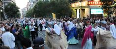 Madrid se pone chula en sus fiestas más castizas. Hasta los balcones se engalanan con mantones de Manila y los organillos ponen la banda sonora a las verbenas. No se conoce la capital si no se ha visitado alguna vez durante La Paloma.