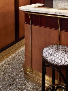 Selection of luxury bar designs to inspire you for your next interior design project ! Interior design trends to help to decor your bar! Restaurants In Paris, Bar Interior Design, Cafe Interior, Bar Lounge, Cafe Bar, Design Bar Restaurant, Riverside Restaurant, Modern Restaurant, Mid Century Bar Stools