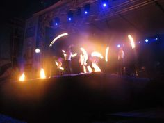 OGIEŃ & WODA za nami [GALERIA]  Jeden z trzech największych festiwali pirotechnicznych w Polsce dobiegł końca. Tylko na tej imprezie można było na własne oczy zobaczyć, jak ogień słucha się kuglarzy i tancerzy ognia. EŁK. OGIEŃ & WODA – Festiwal Sztuk Pirotechnicznych jak co roku przyciągnął tłumy. Konkurs pirotechniczny wygrała słowacka grupa PYROCOLLECTION.  Przeczytaj cały tekst: OGIEŃ & WODA za nami [GALERIA] - Ełk http://elk.wm.pl/163732,OGIEN-WODA-za-nami-GALERIA.html#ixzz2Z6I2jExb