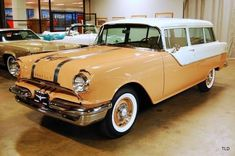 1955 Pontiac Series 27 Chieftain 860 Station Wagon (pre-Safari), in Corsair Tan (code & White Mist over Tan interior; first-year Strato-Streak OHV coupled to Hydra-Matic dual-range auto. Old American Cars, American Classic Cars, American Auto, American Pride, Cars Usa, Us Cars, Vintage Cars, Antique Cars, Retro Cars