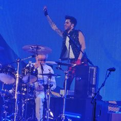 「Queen and Adam Lambert in Sheffield. #AdamLambert #Queen #QAL #QALSheffield」@cageybaby instagram.com/p/zrqxsci5JR/