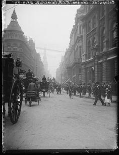 'Cheapside, London', taken by Edgar Tarry Adams in September 1898 Victorian London, Victorian Photos, Vintage London, Old London, London City, Victorian Street, Victorian Portraits, Victorian Era, London Pictures
