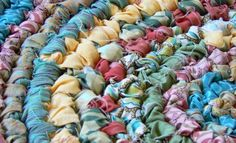 Rag rug: 10 yards fabric cut into 1 1/2 strips (old sheets, curtains, flannel shirts, t-shirts), hook size Q