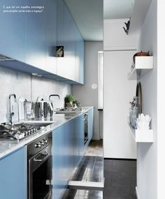 Soluções para a cozinha corredor. Veja: https://casadevalentina.com.br/blog/detalhes/cozinha-corredor,-o-dilema-2801