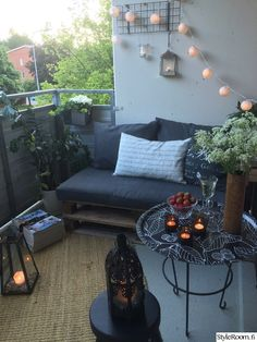 Lantern, balcony, ball lighting, exterior lighting, pallet - ALL ABOUT Apartment Balcony Decorating, Apartment Balconies, Balcony Furniture, Outdoor Furniture Sets, Furniture Stores, Outdoor Balcony, Outdoor Decor, Terrazas Chill Out, Balcony Lighting