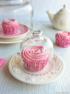 Coconut and Raspberry Cupcakes