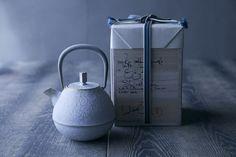 鋳鐵作家、岩清水久生さんによる「空間鋳造」の鉄急須「Egg」木箱入