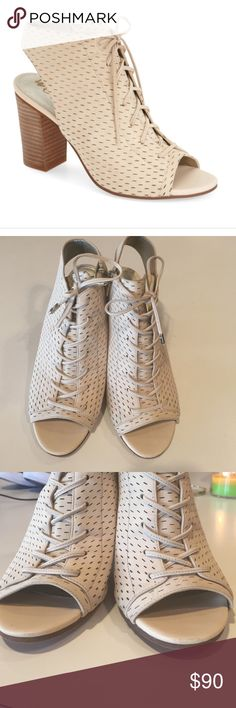 Sam Edelman Ennette in Summer Sand Size 7.5 Sam Edelman Ennette in Summer Sand Size 7.5. Very gently used. Extremely minor scuff on from right but so small you can't really see it even when looking. Extremely comfortable! Sam Edelman Shoes Ankle Boots & Booties