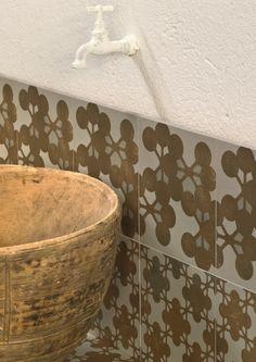 Glazed stoneware wall/floor #tiles AZULEJ GRIGIO FLORES by MUTINA | #design Patricia Urquiola