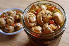 Marinated Mushrooms - for bloody marys or just snacking. Marinated Mushrooms, Stuffed Mushrooms, Garlic Mushrooms, Jai Faim, Real Food Recipes, Healthy Recipes, Good Food, Yummy Food, Tasty