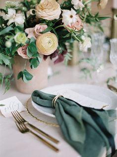 Wedding Plates, Wedding Napkins, Wedding Tables, Emerald Green Weddings, Dinner Party Table, Bridal Shower Tables, Sage Green Wedding, Wedding Place Settings, Wedding Event Planner