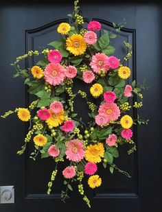 Spring Wreaths Oval Spring Wreath for Front Door Gerber   Etsy Summer Door Wreaths, Spring Wreaths, Wreaths For Front Door, Mesh Wreaths, Easter Wreaths, Door Swag, Gerber Daisies, Daisy Centerpieces, Vintage Wreath