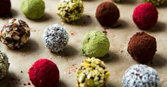 How beautiful are these! Love the bright red from pulverized freeze dried raspberries / Chocolate Truffle Energy Bites {Raw, Vegan, Gluten-Free} Vegan Cru, Raw Vegan, Clean Eating Recipes, Raw Food Recipes, Paleo Food, Free Recipes, Matcha, Vegan Gluten Free, Dairy Free