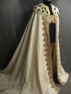Mantello in lana rasata, con bordura ricamata in filo dìoro e collo di pelliccia di ermellino. Costo £350