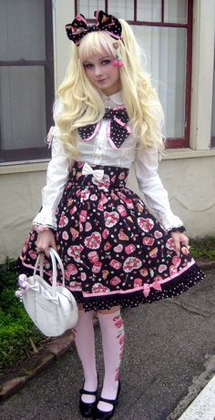 593957b9f FEMBOT FASHIONISTA .................................................. also  repinned at sharingclub.tumblr.com