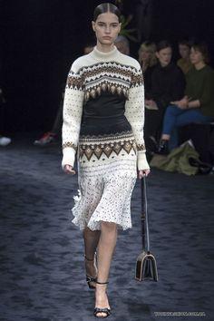 Женский свитер с ирландским узором