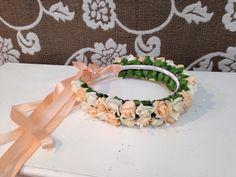 Linda e delicada tiarinha para dama ou florista, <br>flores salmao e marfim clarinho.