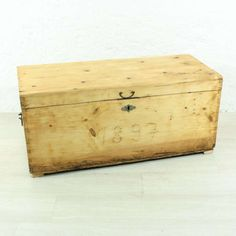 17+  Inspiring Antique Wooden Boxes Collection Wooden Boxes For Sale, Wooden Box With Lid, Small Wooden Boxes, Wooden Storage Boxes, Wood Boxes, Vintage Wooden Crates, Antique Wooden Boxes, How To Antique Wood, Wood Railing