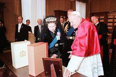 The Queen meets Pope John Paul II (17 October 1980)