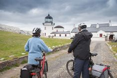 Une virée dans les îles du nord-ouest à Clare Island !   #clareisland #ireland #irlande #alainntours #roadtrip #Island #bike  © Tourism Ireland Clare Island, Tourism Ireland, Lighthouses, Irish, North West, Gift Ideas, Irish People, Ireland, Lighthouse