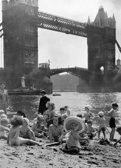 Kids swimming in the Thames River at a beach by the Tower Bridge in the center of London, Vintage London, Old London, East End London, South London, London Life, Vintage Pictures, Old Pictures, Old Photos, London History