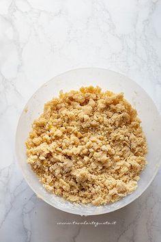 Sbriciolata alla nutella, la Ricetta perfetta (croccante fuori, cremosa dentro) Cake Cookies, Risotto, Cereal, Oatmeal, Grains, Breakfast, Ethnic Recipes, Semi, Desserts