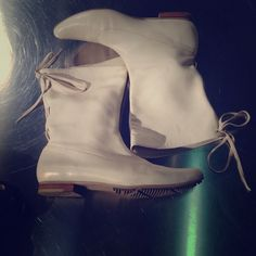 💯Auth Diesel Leather bootie size 36.5 ivory pre own condition. There are normal wears on the shoes. Please see photo for details. More photos up on request. Originally paid over 150 for it. Selling as is. No box Diesel Shoes