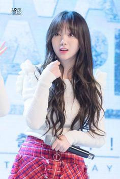 Lovelyz Kei, Beautiful Girl Image, Cute Asian Girls, Kawaii Girl, Kpop Girls, Pretty Woman, Darkness, Idol, Hair Beauty