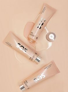 The ultimate thirst-quenching treatment for severely dry, thirsty, dehydrated and stressed skin: SOS INSTANT MOISTURE+RADIANCE HYDRA MASK joins the MÁDARA SOS Hydration line to instantly boost skin's moisture levels and restore its comfort and healthy radiance