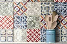As seen on Linda Barker's 'Brand New House for £5k' these patchwork wall tiles are great for adding some colour and interest to any kitchen or bathroom.Each box has a random mix of colours and patterns.These ceramic wall tiles are suitable for use as both kitchen wall tiles and bathroom wall tiles.