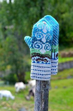 Bukkene Bruse-vottene til Wenche Roald fra Votter fra Eventyrskogen Knit Mittens, Knitted Gloves, Sheep And Wool Festival, Billy Goats Gruff, Norwegian Knitting, Knit Crochet, Crochet Hats, Forest Fairy, Fair Isle Knitting