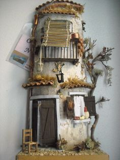 """Decoupage nel cuore: """"E vic e sti quartier"""" Diy Crafts Slime, Tile Crafts, Diy And Crafts, Clay Fairy House, Fairy Houses, Roof Tiles, House Doors, Paperclay, Little Houses"""