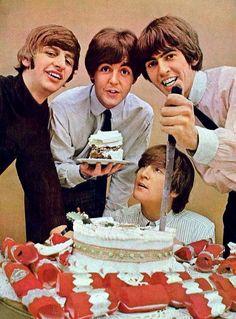 Em homenagem ao centésimo post do blog, um bolinho para comemorar! :) In honor of the hundredth blog post, a cake to celebrate! :)