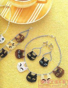 For: Gigi, Denise & Graelynn Cat bracelet. Easy seed bead work a child could do. Beaded Earrings, Beaded Jewelry, Handmade Jewelry, Jewellery, Seed Bead Patterns, Beading Patterns, Bead Crafts, Jewelry Crafts, Diy Collier