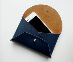 New origami art fashion inspiration ideas Pochette Portable, Mini Pochette, Leather Gifts, Leather Craft, Leather Purses, Leather Wallet, Couture Cuir, Sewing Online, Costura Diy