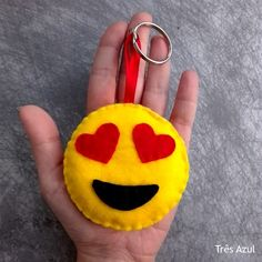 blog post tres azul emoji porta chaves keychain artesanato handmade