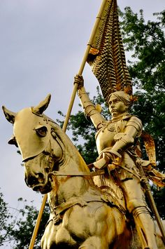 Joan of Arc Statue at Des Pyramides France Joan D Arc, Saint Joan Of Arc, St Joan, Joan Of Arc Statue, Caballero Andante, Equestrian Statue, Jeanne D'arc, Saints, Arm Armor