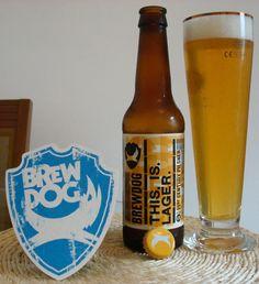 Cerveja This. Is. Lager, estilo German Pilsner, produzida por BrewDog, Escócia. 4.7% ABV de álcool.