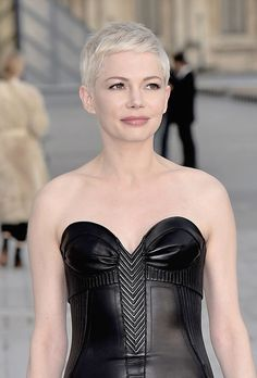 Michelle Williams sizzles in leather bustier gown at PFW Short Sassy Hair, Short Pixie, Short Hair Cuts, Pixie Crop, Pixie Hairstyles, Pixie Haircut, Buzz Haircut, Pixie Styles, Short Hair Styles
