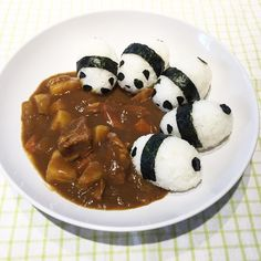 Food presentation : Japanese Curry & Panda Onigiri (Rice balls) - Aww, this is so cute! Bento Recipes, Baby Food Recipes, Cooking Recipes, Cute Food, Good Food, Yummy Food, Food Art For Kids, Snacks Für Party, Food Decoration