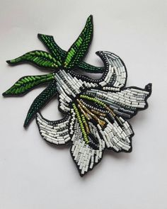 Bead Embroidery Patterns, Bead Embroidery Jewelry, Silk Ribbon Embroidery, Embroidery Applique, Beading Patterns, Beaded Jewelry, Brooches Handmade, Handmade Jewelry, Diy Schmuck