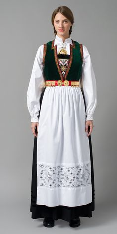 SØRFJORDENBUNAD Ethnic Fashion, Retro Fashion, Medieval Dress, Folk Costume, Fashion History, Traditional Dresses, How To Look Pretty, Mittens, Fashion Dresses