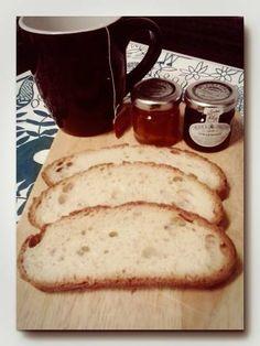 Desayuno de domingo con pan artesano y mermeladas. Tahona Artesanal Gourmet Bilbao.