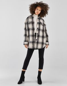 Check out Bershka's new women's jackets for Spring/Summer Longline, cropped, faux fur, puffer, or anorak jackets for all your looks. Cute Fall Outfits, Winter Outfits, Casual Outfits, Fashion Outfits, Flannel Shirt Outfit, Flannel Jacket, Lana, Autumn Fashion, Clothes For Women