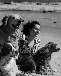 Ravageuses have pets. | Elizabeth Taylor by John Engstead