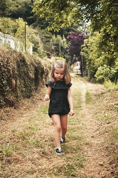 I don't usually like kids dressed in black but this is so cute! Dressingivana.com
