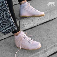 online store ebc8a ed7b0 Instagram post by asphaltgold GmbH   Co. KG • Jan 2, 2017 at 3 30pm UTC.  Küken In KicksStrassenmodeExtravagante SchuheParadies. Nike Wmns Dunk Hi PRM    EU ...