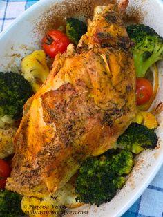 Roasted turkey breast with broccoli, cauliflower and thyme. Roast Turkey Breast, Lunch Snacks, Roasted Turkey, Broccoli Cauliflower, Tasty, Meat, Chicken, Food, Turkey Roaster
